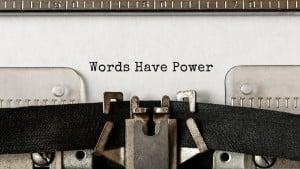 """Machine à écrire avec """"Words have Power"""" d'écrit"""