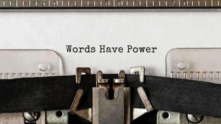 "Machine à écrire avec ""Words have Power"" d'écrit"