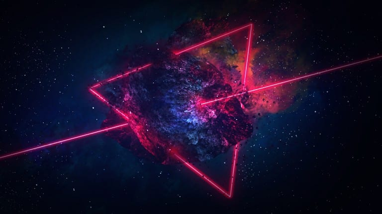 Galaxie abstraite encadrée par un triangle et perforée en son centre